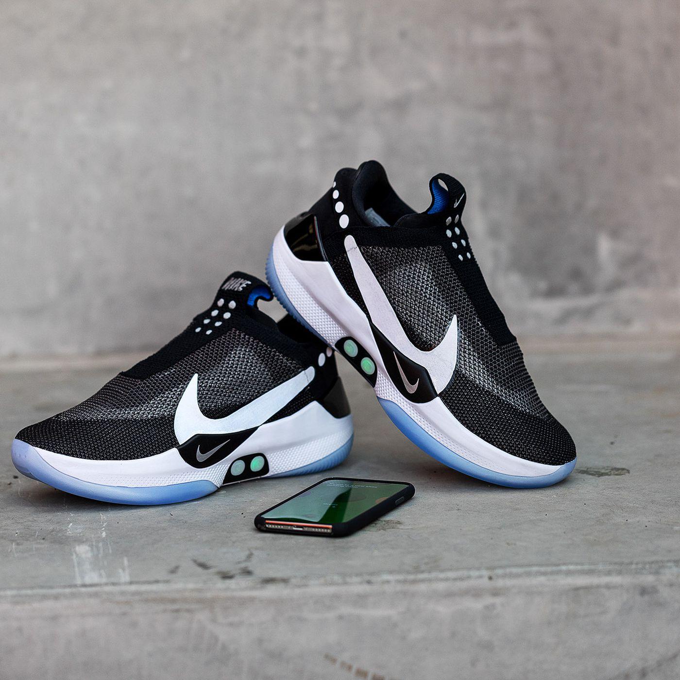 6bbd95ce20e ... retour vers le futur. Voir l image agrandie Nike auto-laçantes - Rue  Montgallet